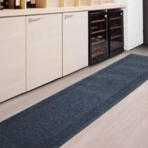 Синтетическая ковровая дорожка идеально подойдет в любой интерьер